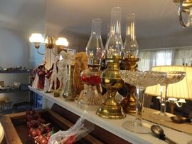 Many antique, old and oldish oil lamps.