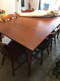 Dining room table w/6 chairs and extra leaves
