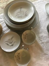 22-pcs Wentworth China from the 1940's. Still in great condition.