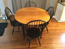 Tiger maple-top table with 2 leaves and 4 Windsor chairs