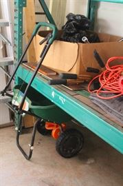 seeder with collapsible handle