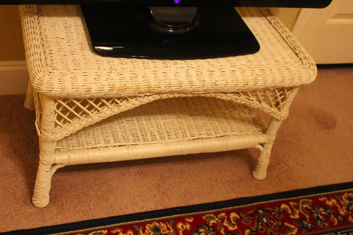 Wicker coffee table stand
