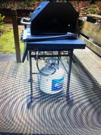 Dynaglo gas grill with propane tank