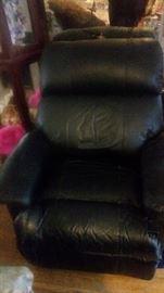 black chair has tears witll be very cheap.