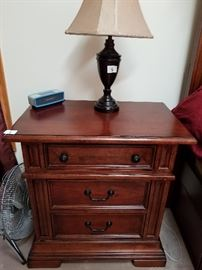 2 nightstands