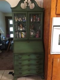 Beautiful Colonial style China Cabinet with Drawers