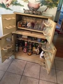 Impress your friends with this vintage bar !