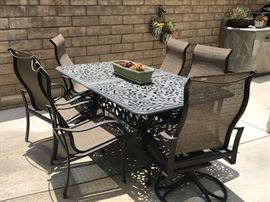 Patio Table w Interior Leaves
