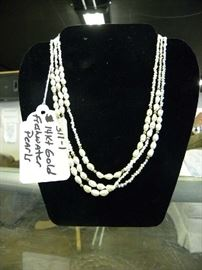 14kt Gold & Saltwater Pearls Necklace