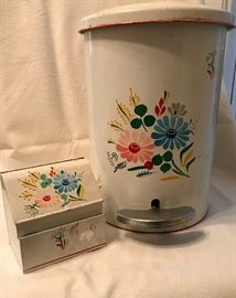Waste can and recipe box to go with bread box in previous photo. Painted metal mid-century fabulous!