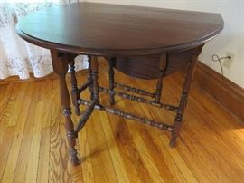 ENGLISH GATELEG TABLE WITH DRAWER