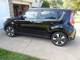 Pre-selling this 2014 Kia Soul ! with only 13,600 miles