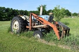 Ford Model 7000 Tractor w/ Front Loader