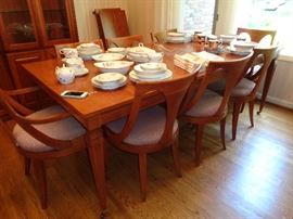 very nice walnut dining table w/8 chairs & 3 or 4 leaves
