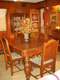 ART DECO ENGLISH PUB TABLE AND CHAIRS