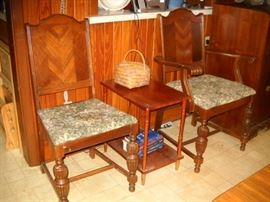 OTHER 2 CHAIRS FOR DINNING TABLE
