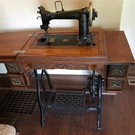 Gorgeous Antique Treadle Sewing Machine   http://www.ctonlineauctions.com/detail.asp?id=721574
