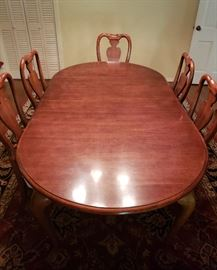 American Drew cherry Queen Anne dining table w/8 chairs