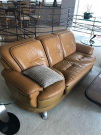 Post modern Swivel seat sofa - leather