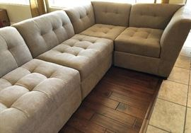 Sectional Sofa Joanthan Lewis 5 pieces (Like New)
