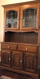 Hutch Oak w Leaded Glass Doors