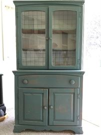 Wooden China cupboard - Green        http://www.ctonlineauctions.com/detail.asp?id=724346
