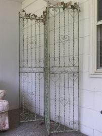 Vintage decorative room divider       http://www.ctonlineauctions.com/detail.asp?id=724345
