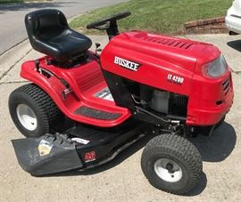 """2014 Huskee LT 4200 Lawn Tractor. 46"""" Triple blade cut. 7 speed shift as u go. Has new battery bought in April-Family has serviced for this season. PIC 1 of 4"""