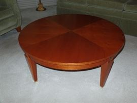 Round Ethan  Allen coffee table   --Perfect Condition