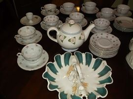 Tea cups & saucers and lobster dish