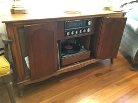 Console/ tube am/fm stereo with working 3 speed turntable- will Blow your socks off