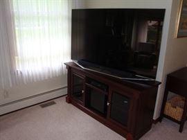 "65"" Samsung Smart TV w/ Sound Bar~TV Console"