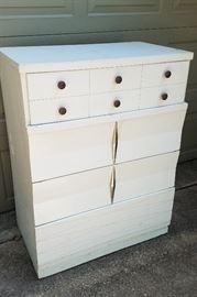 Cute 1950s dresser