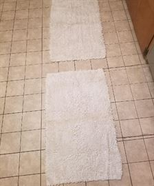 pair of nice white bathroom throw rugs