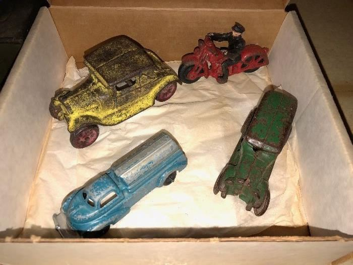 Assorted vintage metal cars