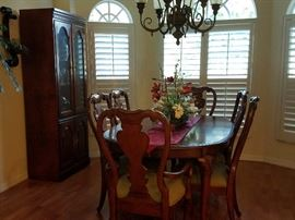 Thomasville table and 6 chairs