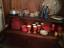 Set of vintage dinnerware.