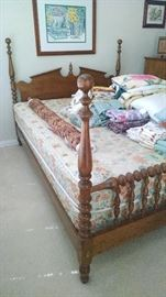 Queen size Spindle four post bed