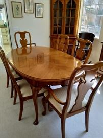 Thomasville dining table, 2 leaves, 8 chairs