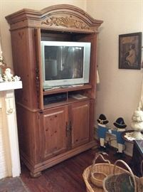 Tv and cabinet. Shabby chic