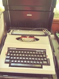 Vintage Underwood electric typewriter Model #585