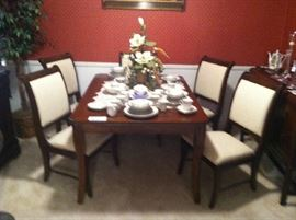 Beautiful Cherry Dining Room Table & Six Chairs