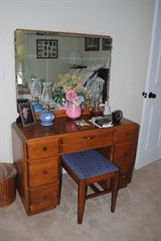 Vanity and stool 1950/60s