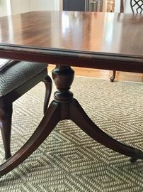 16. Vintage Drexel Heritage Double Pedestal Pembroke Base Table w/ 2 (15'') leaves (66'' x 44'' x 30'')