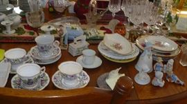 MANY PRETTY DISHES AND GLASSWARE