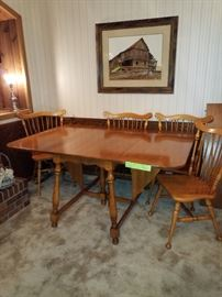 Drop leaf table with 4 chairs and 2 leaves