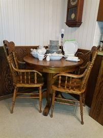 Great little wooden table with 2 great arm chairs