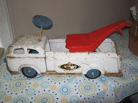 Rare Vintage 1950's Wyandotte Ride-On Wrecker Tow Truck