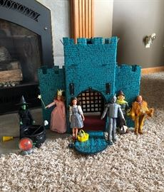 Vintage Wizard of Oz castle & dolls - Rare!