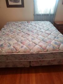 King Bed w/ Box Springs